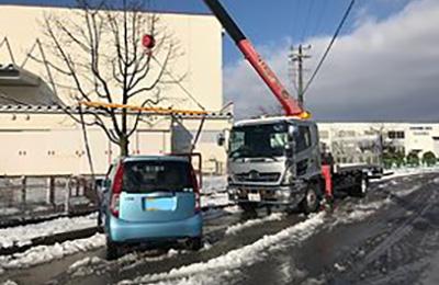 24時間ロードサービス クレーン作業(積雪)